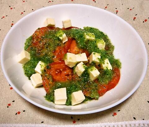 トマトと豆腐のサラダ、キュウリソース